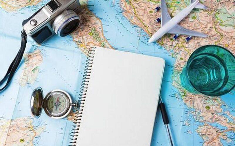 Ταξιδεύοντας με τις λέξεις: Περιήγηση στον χώρο, το χρόνο και τον εαυτό μέσω της Εκφραστικής Γραφής